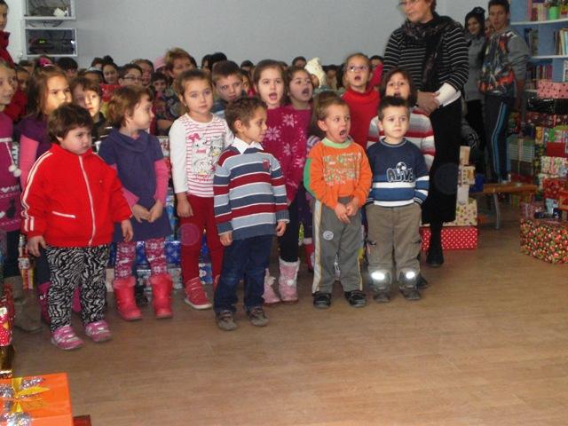 Kindergartenkinder singen