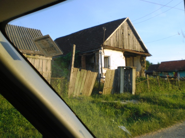 Viele unbewohnte Häuser die verfallen