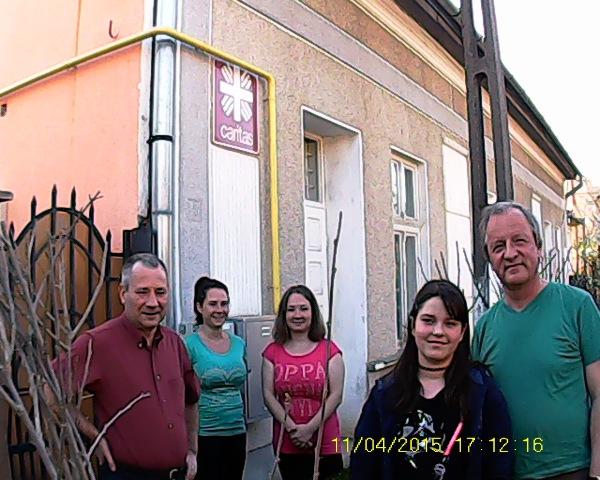 Vor der Caritas in Marghita mit Ausladehilfen